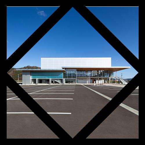 <p class='mds'>建築事業</p><p>創業時より続くタカヤの主要事業。<br>幅広い施工実績からなる経験と知識をもとに、民間工事や官公庁工事などの工事に対応します。</p>